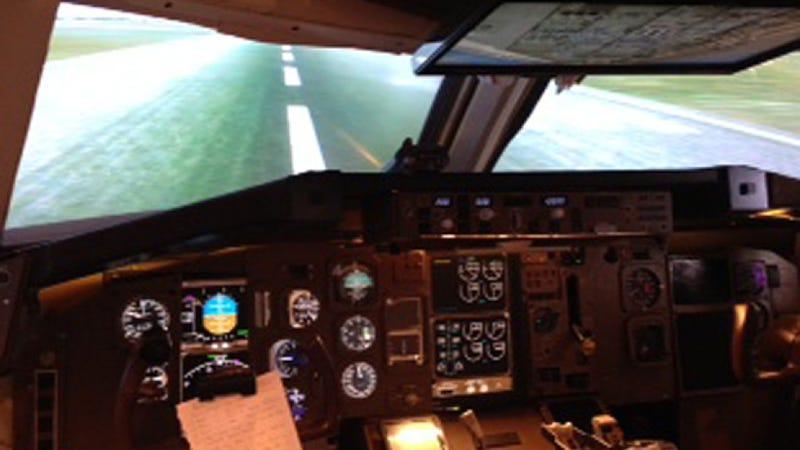 Retired Pilot Stuffs A 767 Cockpit Simulator Into His Bedroom