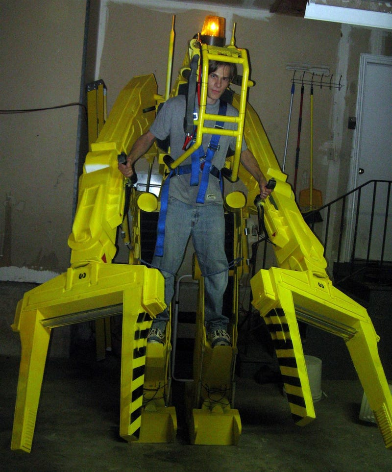 In The Movie Aliens Power Loader Is A Heavy Lift Exo Suit For Moving Equipment Colonial Marines Use Em To Load Ships And Ripley Uses It Kick