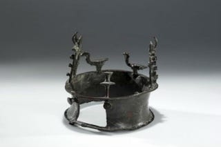Illustration for article titled Oldest Crown in the World Set to Make Its Glorious Debut in New York