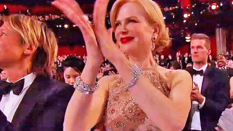 Illustration for article titled Nicole Kidman claps weird because of her jewelry, okay?