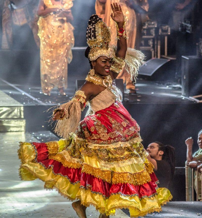 Sheryland Neal performs her dance at the Noite da Beleza Negra beauty pageant. (Odú Comunicação)