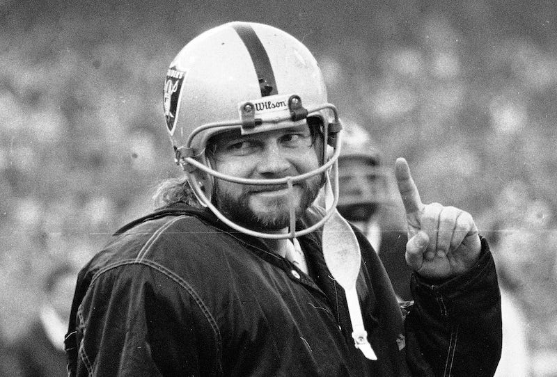Illustration for article titled Football Destroyed Ken Stabler's Brain. Why Isn't His Family Getting A Cent From The Concussion Settlement?