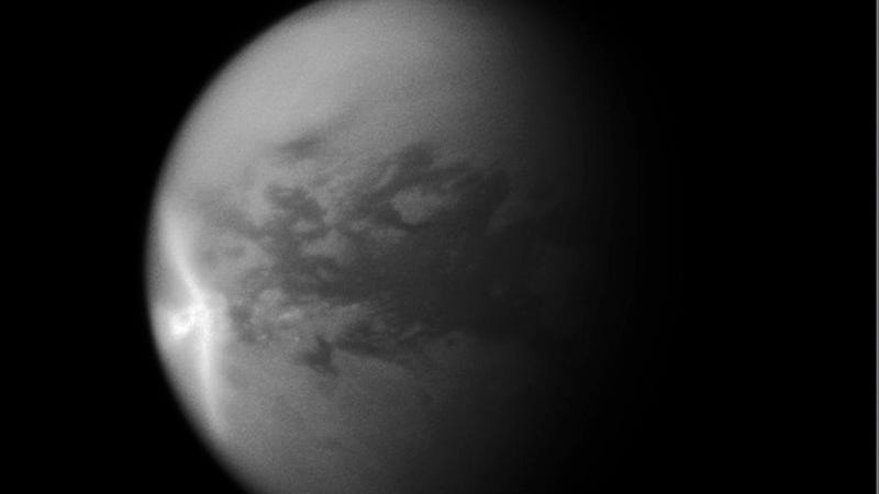 Illustration for article titled Are aliens trying to show us something on the surface of Titan?