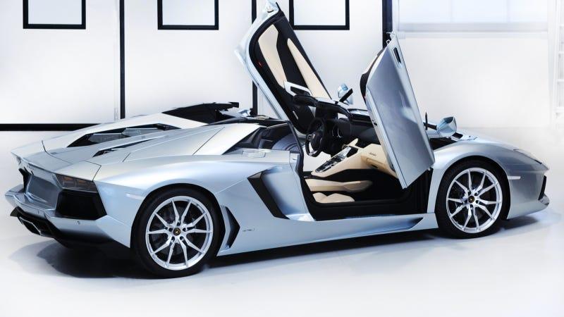 Illustration for article titled Lamborghini Aventador LP700-4 Roadster: A Sexbox Hard Top For Hardcocks