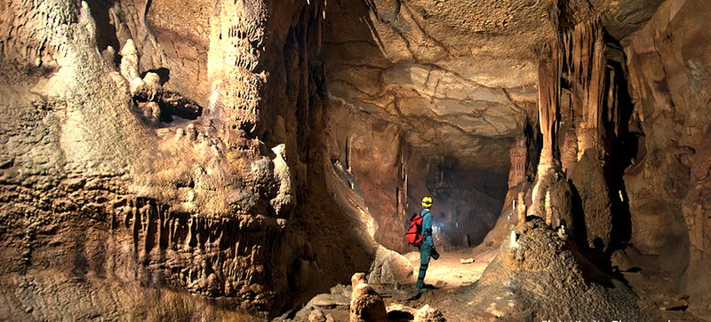Illustration for article titled What it Takes to Shoot Jaw-Dropping Photos Inside Giant Caves