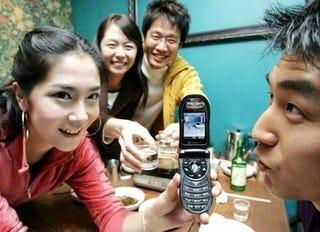Illustration for article titled LG's Cellphone Prevents Drunk Dialing