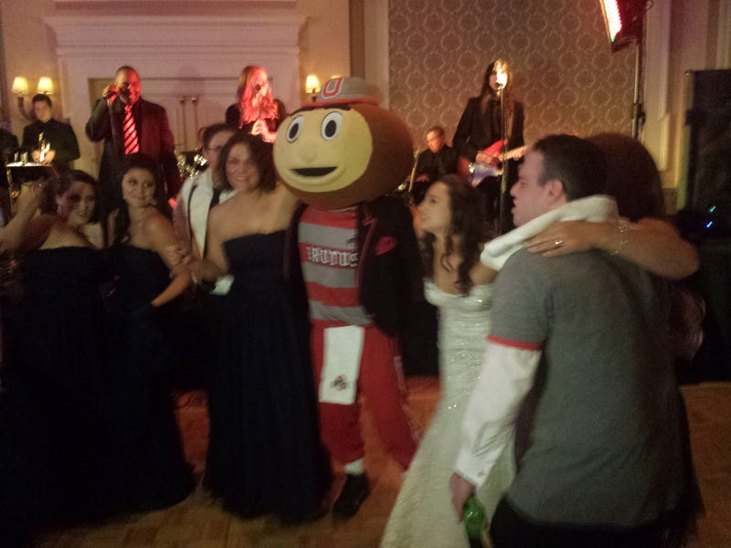 Illustration for article titled Brutus The Buckeye Showed Up At A Wedding In Columbus
