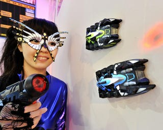 Illustration for article titled Japanese Wall-Climbing Laser-Controlled Cars All We Want For Christmas