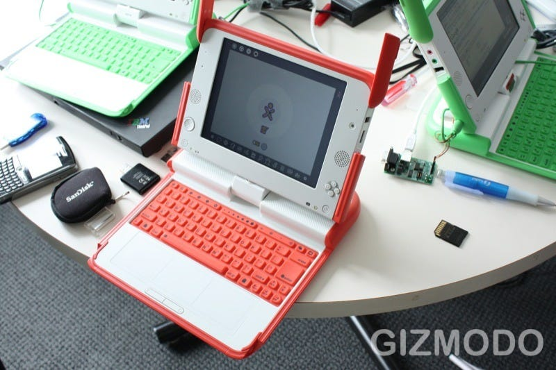Illustration for article titled Photos: Red OLPC Limited Edition