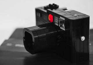 Illustration for article titled LEGO Leica Camera Works, But Won't Fool Anybody
