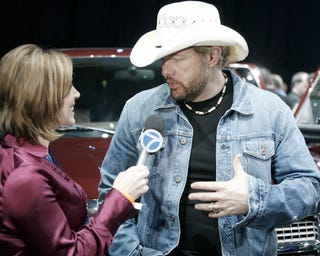 Illustration for article titled Detroit Auto Show: We Talk 2009 Ford F-150, Toby Keith, Lobo Edition With Engineers