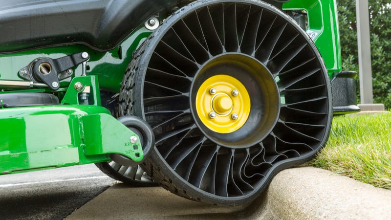 Illustration for article titled Michelin Finally Commits To Mass-Producing The 'Tweel' Airless Tire