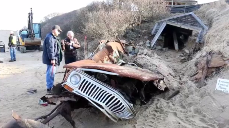 Here's What A Jeep Wagoneer Looks Like After 40 Years Under A Sand Dune
