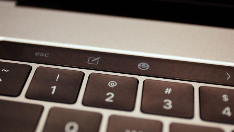 Illustration for article titled Apple comenzará a discontinuar el teclado mariposa de sus MacBook este mismo año, según rumores