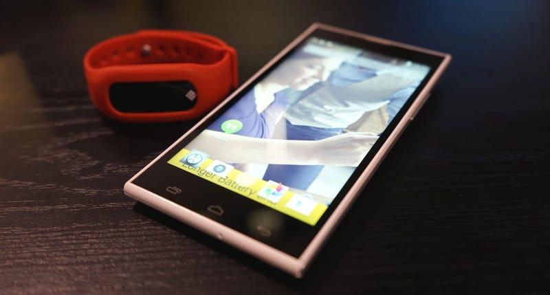 Illustration for article titled Lo nuevo de Polaroid son smartphones Android imposiblemente baratos
