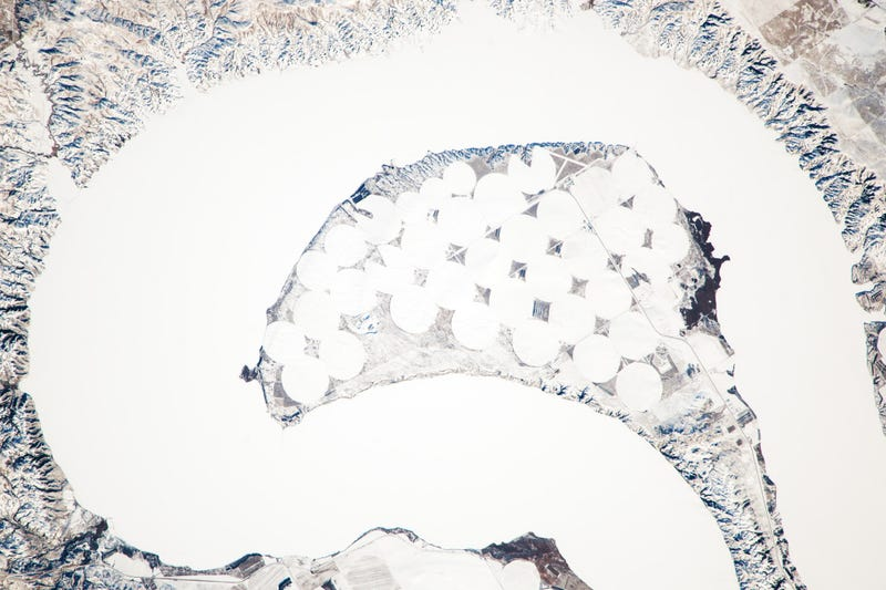 Illustration for article titled Another extreme winter image: The Missouri River, frozen