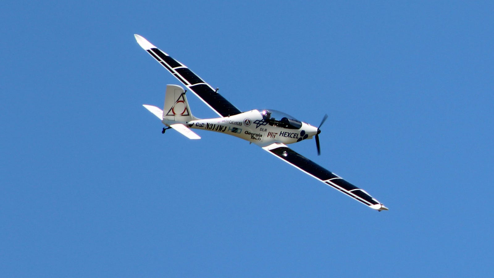 New York Company Tests Solar Powered Plane In Quest To