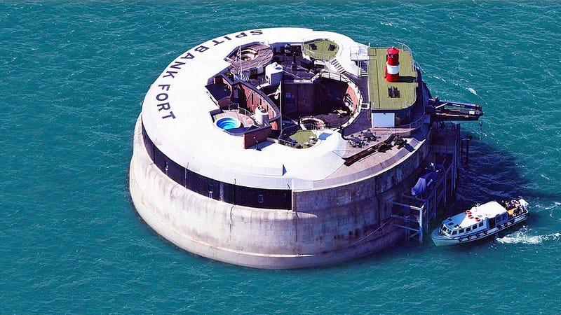 Illustration for article titled Esta fortaleza victoriana en mitad del mar ahora es un hotel de lujo