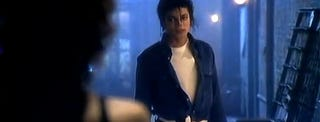 Illustration for article titled Videoclip without music makes Michael Jackson look like a sex offender