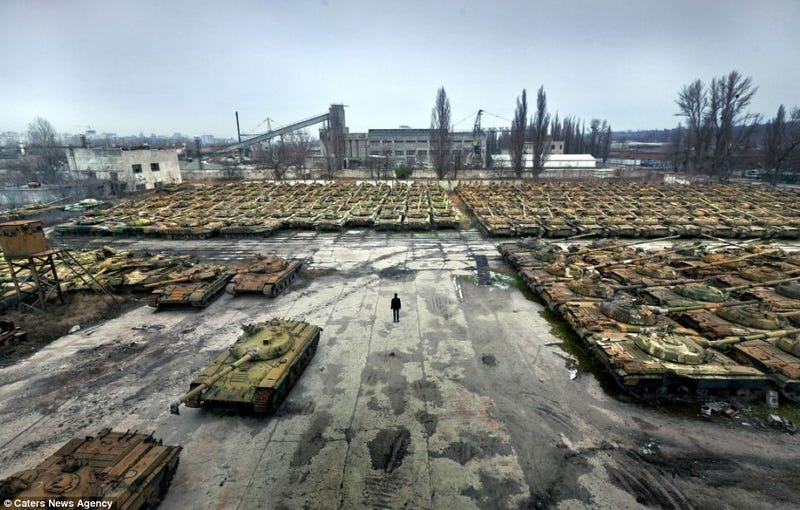Illustration for article titled This Is Ukraine's Abandoned Tank Graveyard
