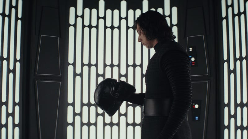 """Illustration for article titled Study suggests Russian trolls helped amplify the Last Jedi """"backlash"""""""