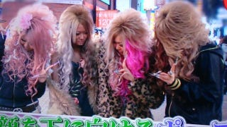 Illustration for article titled Japan's Latest Photo Trend: Hair Smiles