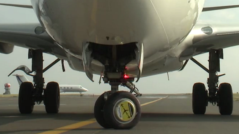 Illustration for article titled These Little Electric Wheels Will Save Airlines Big Bucks