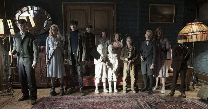 Illustration for article titled Every Miss Peregrine's Home for Peculiar Children Photo Is Terrifying Beyond Measure