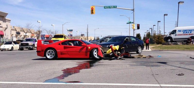 Illustration for article titled NOOOOOOOO!!! Ferrari F40 Destroyed In Test Drive