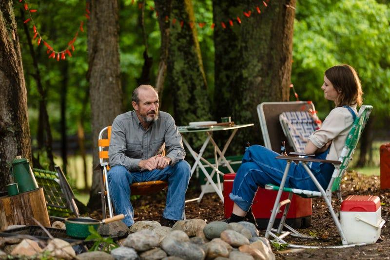 Toby Huss, Mackenzie Davis (Photo: Bob Mahoney/AMC)