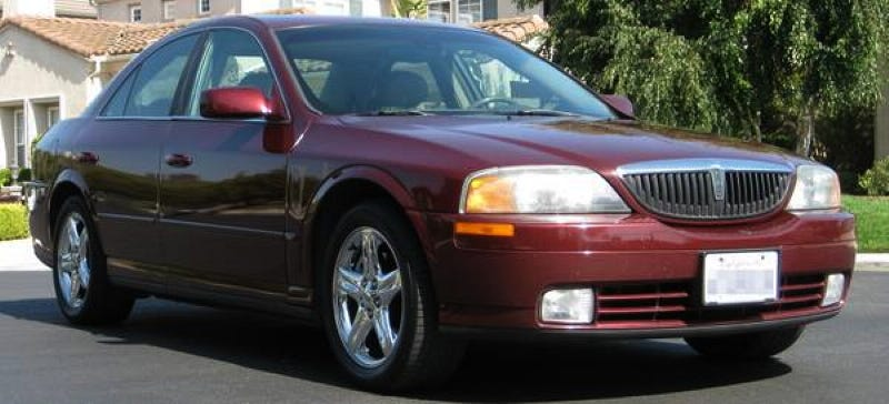 Illustration for article titled A 2001 Lincoln LS for $3,000? It's Got A Stick!