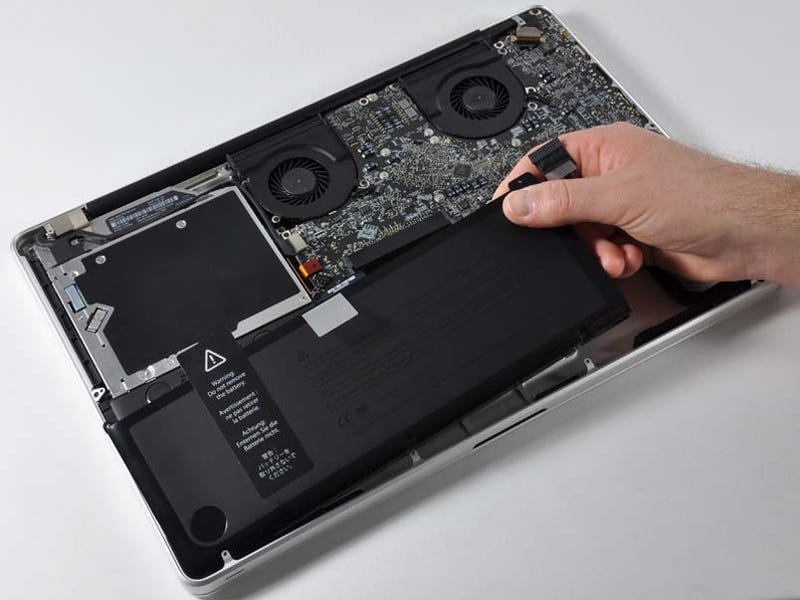 Illustration for article titled The 17-Inch MacBook Pro (Unibody) Gets Lovingly Gutted