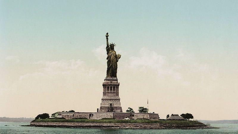 Cu l era el color original de la estatua de la libertad y for Interior estatua de la libertad