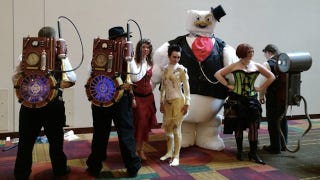 Illustration for article titled Steampunk Ghostbusters Cosplayers with a Dapper Marshmallow Man