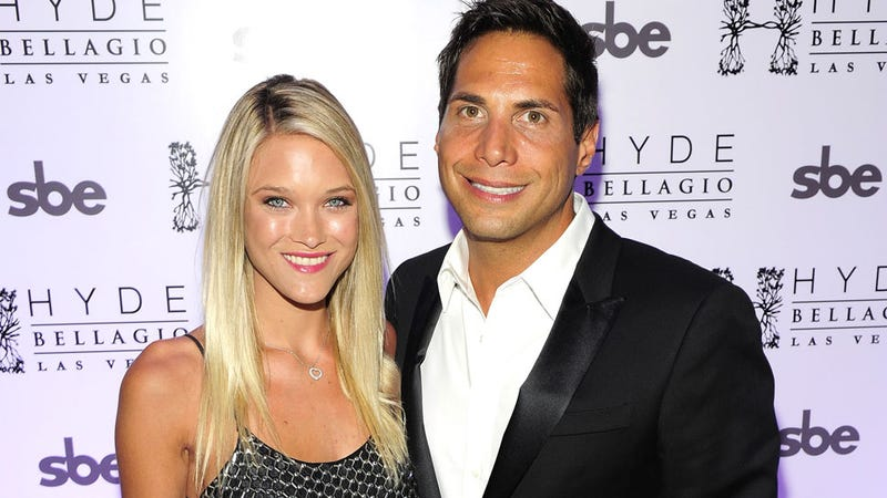 Illustration for article titled Joe Francis' Girlfriend Pregnant With Genetically-Modified Twin Girls