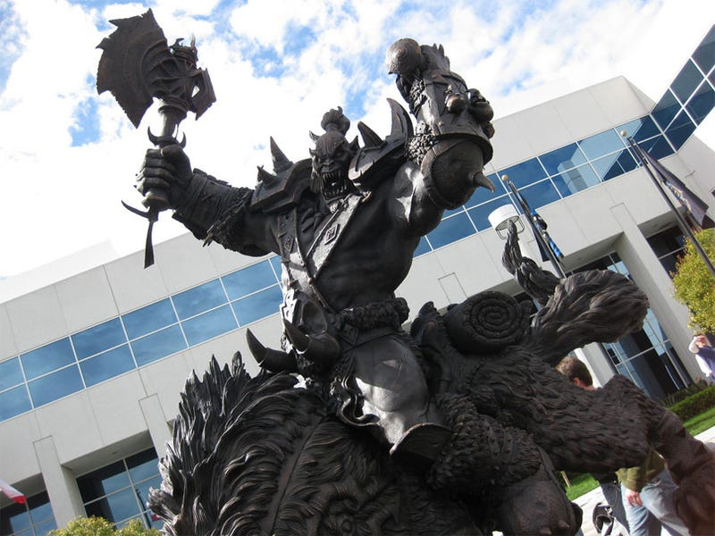 Illustration for article titled Blizzard HQ's 12-Foot World Of Warcraft Statue