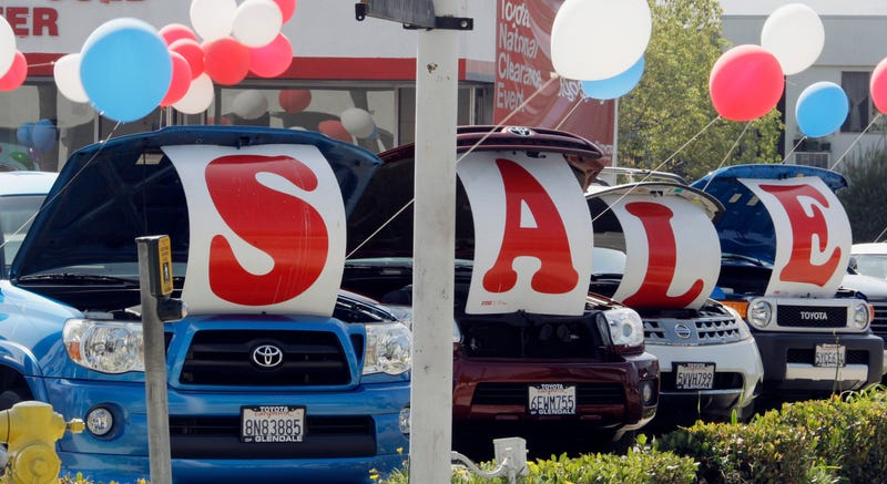 Illustration for article titled Buying a car by the end of the year? Consider buying in the next week.