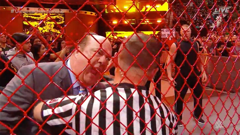 Illustration for article titled WWE's Cage Matches Have Way Too Much Interference