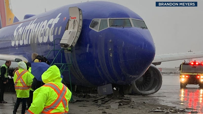 Illustration for article titled Rain Blamed for Plane Sliding off Runway at Hollywood Burbank Airport