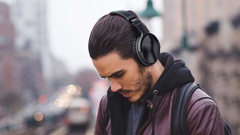 Mpow H5 con Bluetooth y cancelación de ruido 'over ear' | $40 | Amazon | Usa el código MPOW143HGráfico: Shep McAllister (Amazon)