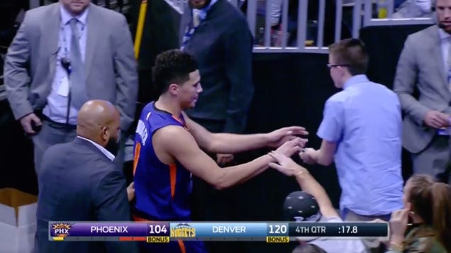 Devin Booker Saunters Out, Signs Autograph After Extremely Chil…