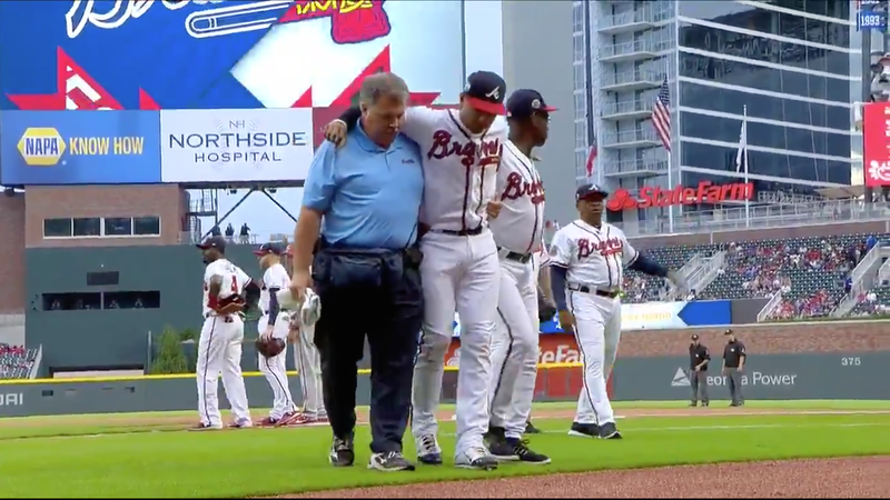 Braves rookie SS trips jogging onto field, almost blows out his knee