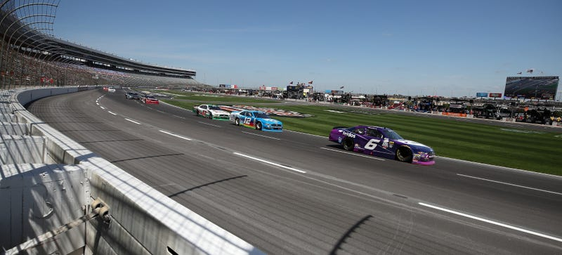 Race Car Track >> Why Do Oval Tracks Have Painted On Lane Lines