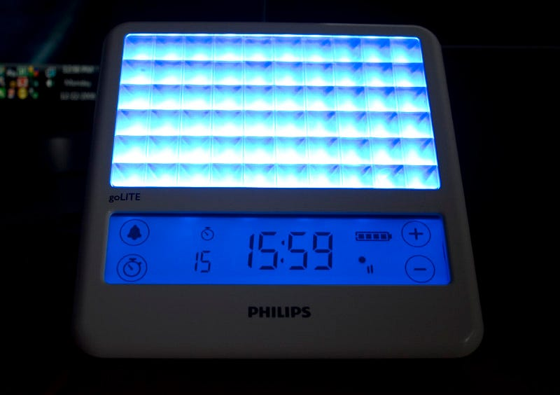 Illustration for article titled Philips goLITE BLU Light Therapy Clock Lightning Review