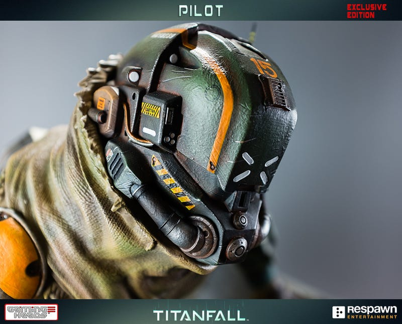 Illustration for article titled Wallrunning Titanfall Pilot Statue