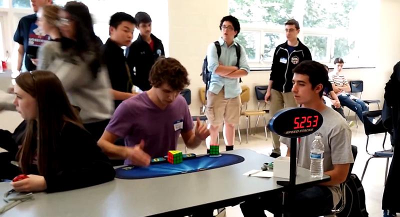 Illustration for article titled Un adolescente bate el récord mundial de cubo de Rubik: 5,25 segundos