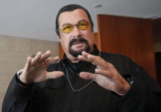 Illustration for article titled Steven Seagal Receives Russian Passport From Vladimir Putin