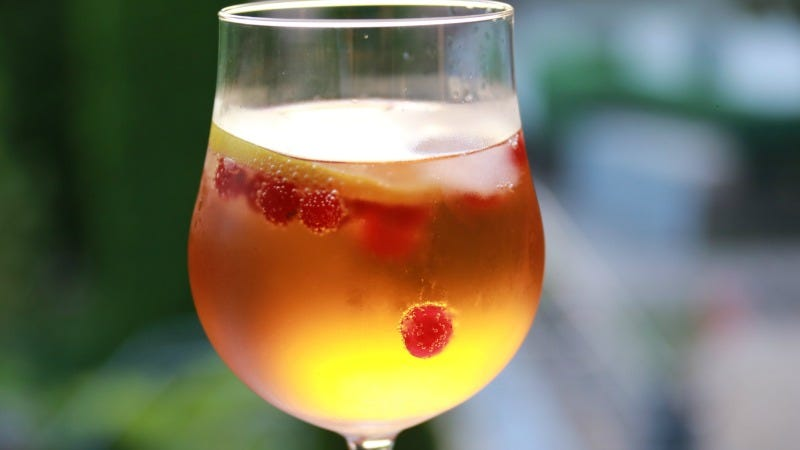 Take Your Booze Outdoors with a Simple Summer Spritz