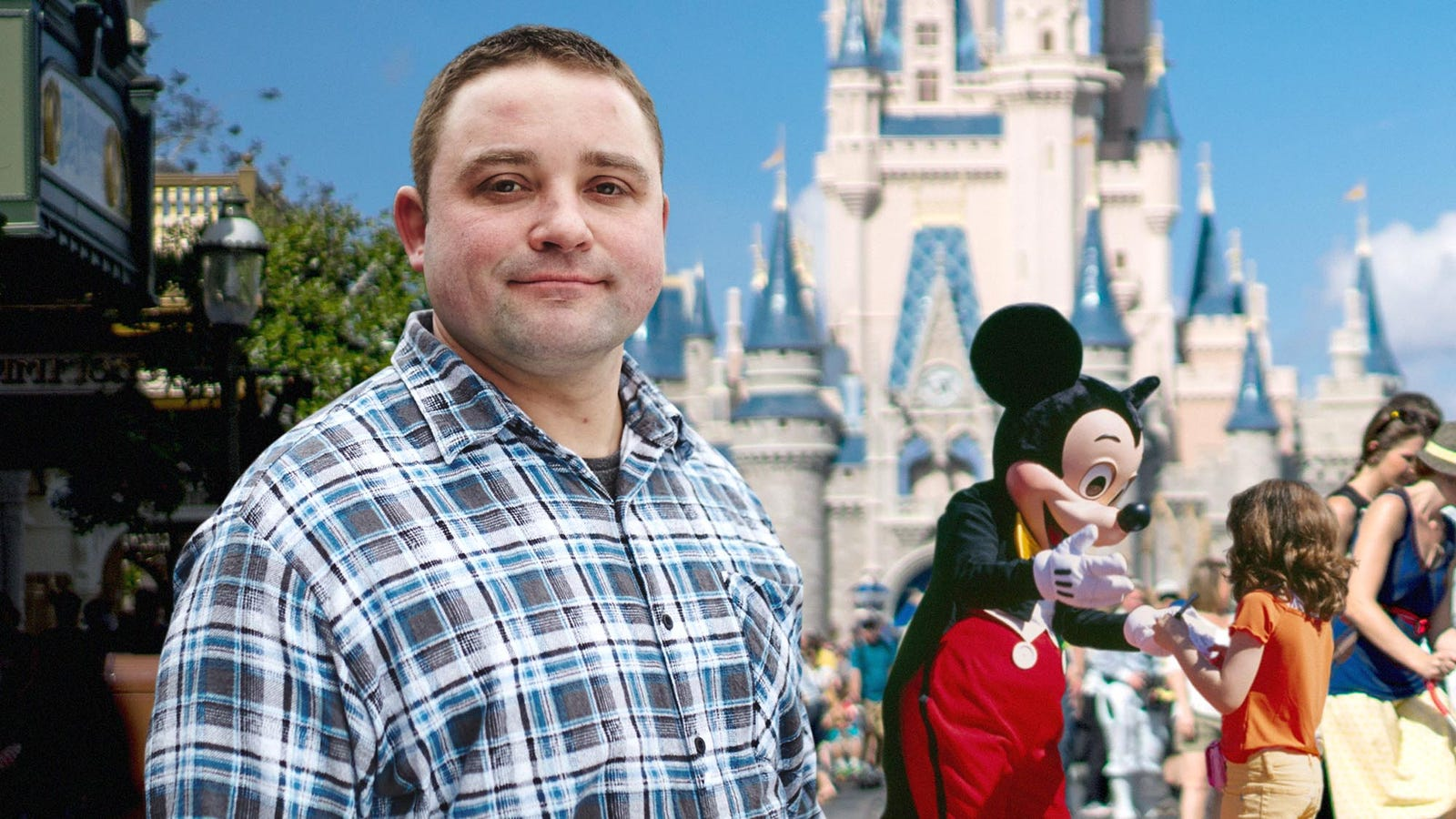 Polite Disney World Guest Decides Not To Bother Mickey Mouse For Picture