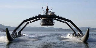 Illustration for article titled Proteus: Spider-Like Go-Fast Boat Zips Around the Bay in Dazzling Demo